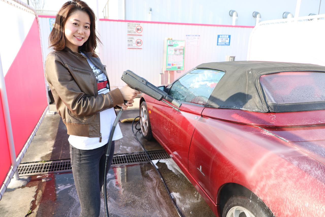 画像: あ、実は人生初の洗車場でした^^ 水洗いの次は自動で泡洗いに切り替わるんですね~~