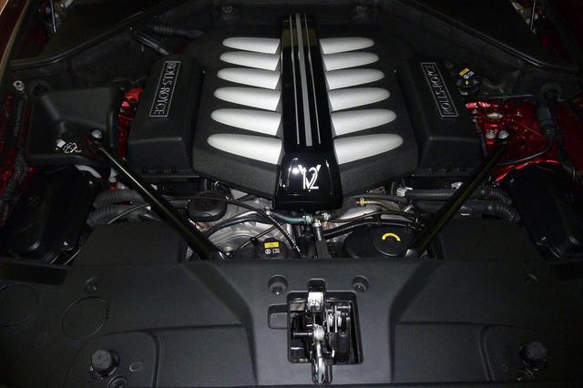 画像2: 搭載するエンジンは6592ccV型12気筒DOHCターボ(601ps/5250rpm、840Nm/1650〜4750rpm)。最高速度は250km/h(リミッター制御)。静止状態から100km/hまでに要する時間は4.9秒。