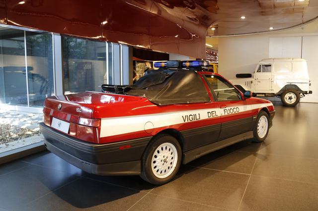 画像: ミラノ郊外バロッコのテストコースで使われていた「164 Q4」ベースの消防車仕様。