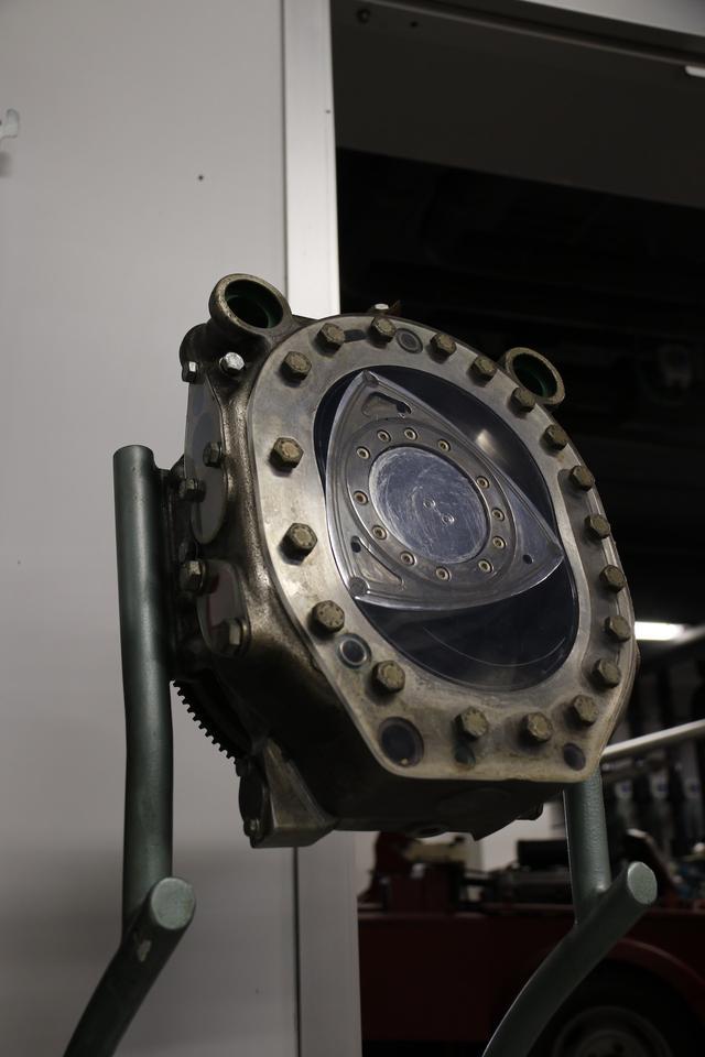 画像: 世界のメーカーから夢の発動機と期待されていたロータリー・エンジン。アルファロメオも発明者であるドイツのヴァンケル博士からライセンスを取得し、1960年代半ばから開発に着手していた。