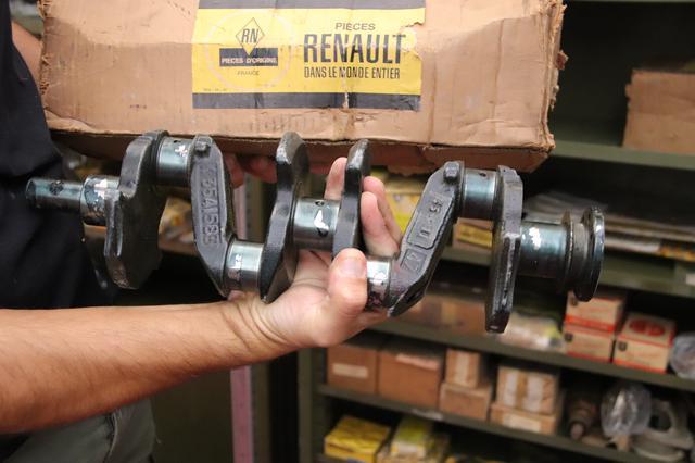 画像: オリジナルのパーツも多数。箱には「世界のルノー純正パーツ」の文字が誇らしげに。