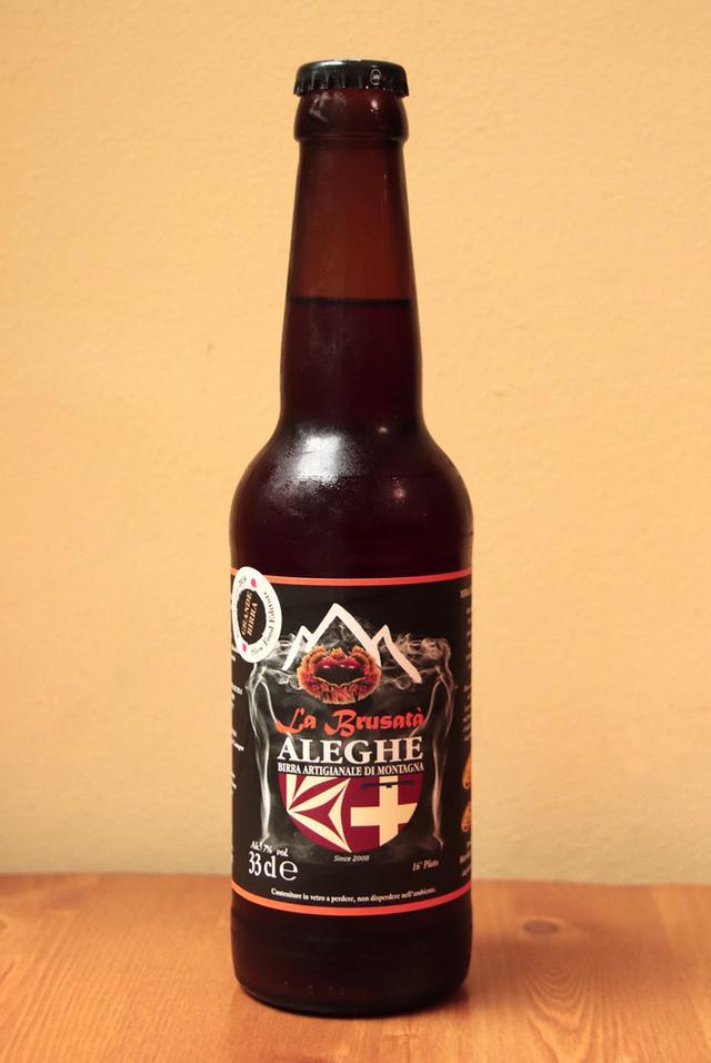 画像: トリノ県の山岳地方を本拠とするアレーゲ社が造る栗風味のビール。名前の「ラ・ブルサタ」とは煎った栗を意味する。