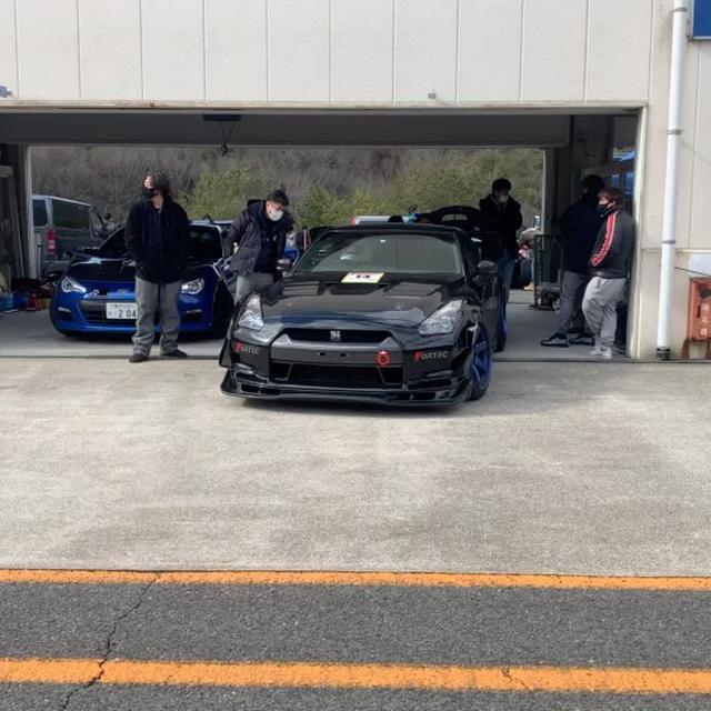画像: 【新オイル開発の現場】  開発中のオイルをテストするために兵庫県にあるセントラルサーキットにてタイムアタックを行いました。 先日の投稿でも紹介しました「REV SPEED」に掲載された開発中の R35 GT-R 専用オイルを投入したDSM・FORT ... www.instagram.com