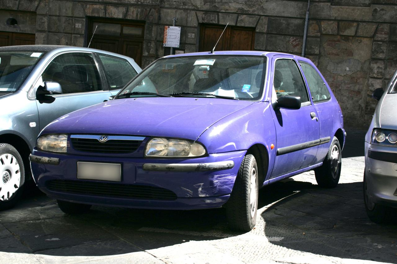 画像: フォード・フィエスタをベースに造られたマツダ121。2007年撮影。