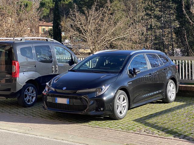 画像: 2021年1月に初めて目撃したスズキ・スウェイス・ハイブリッド。イタリア価格は税込23,400ユーロ(約304万円)から。以下いずれもシエナと近郊で撮影。