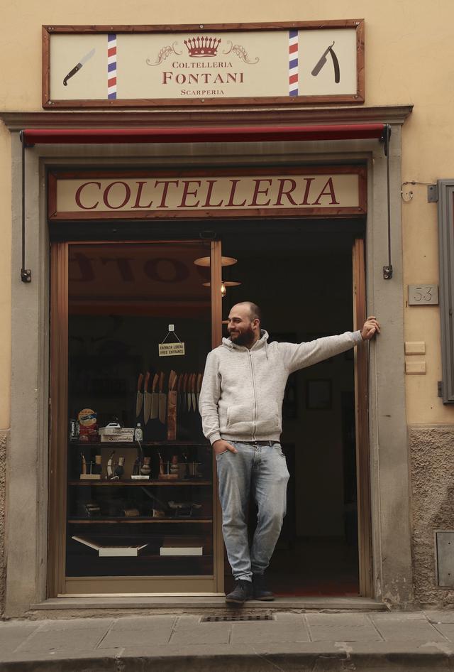 画像: 彼らの店は、500年以上もの間、人々が往来した街道に面している。