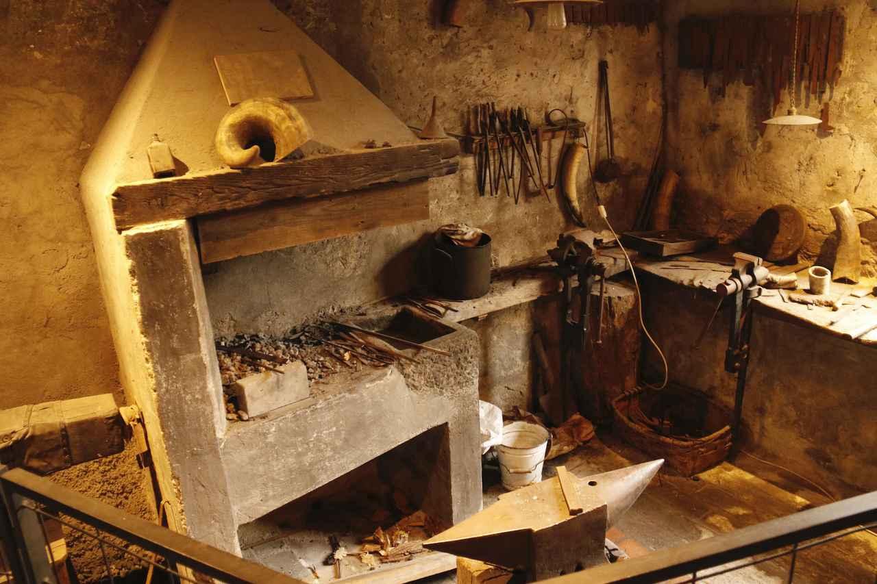画像: 20世紀初めから1970年代まで使われていた刃物工房跡。