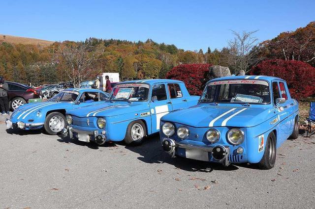 画像: こちら初期型のアルピーヌ A110とルノー 8ゴルディーニは3台並んで注目を集めていました。