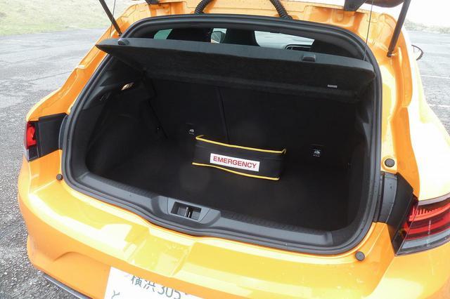 画像: 容量も十分で、使いやすいラゲッジルーム、シートは40:60の分割可倒式。