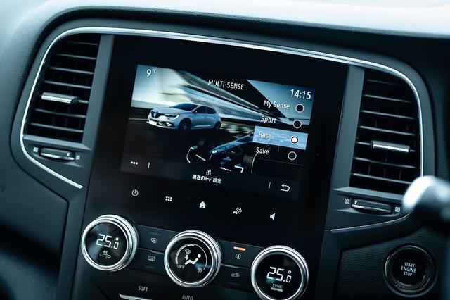 画像: 様々なドライブモードが選択できる「ルノーマルチセンス」で「レースモード」を選択するとレブリミットの7000rpm付近まできっちりと回すこともできる。