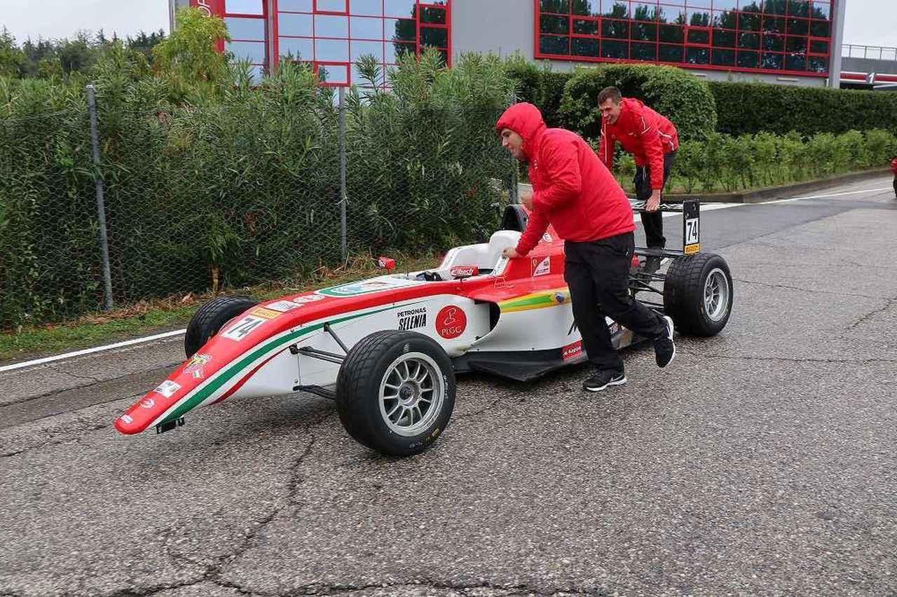 画像16: OZ Racing イタリア取材 第5部 トロフェオアバルトレース観戦|CARCLE MAGAZINE