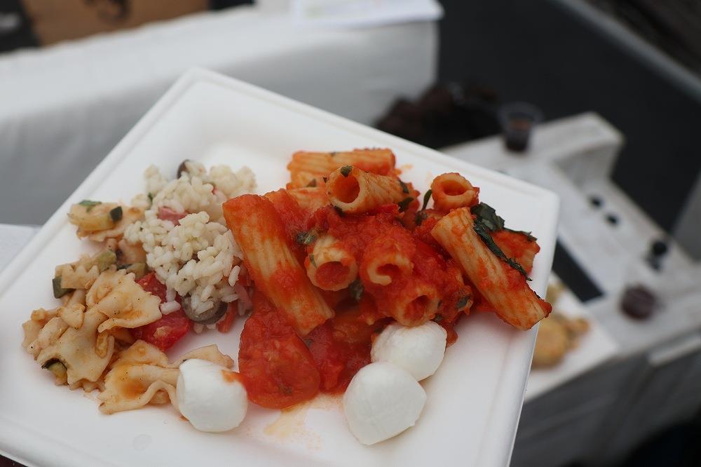 画像: ランチタイムには美味しいケータリングも用意されておりました。ここでも本格的なイタリアンが楽しめるとはさすが美食の国です。