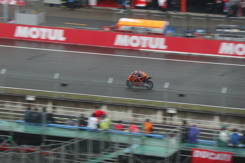画像8: ラウンジでレース観戦