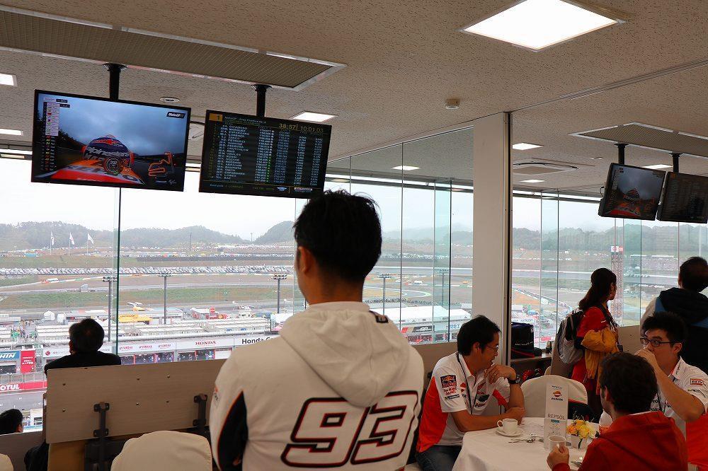 画像5: ラウンジでレース観戦