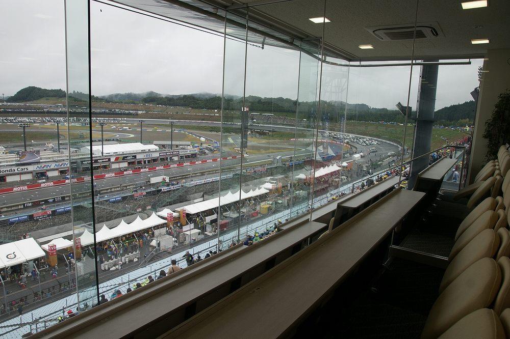 画像4: ラウンジでレース観戦