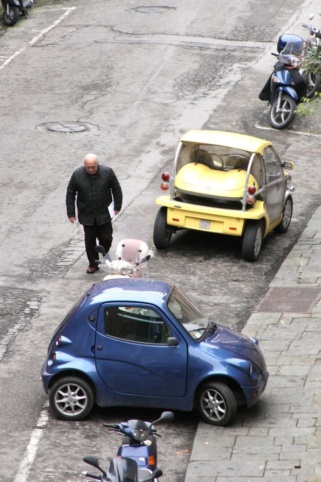 画像: 手前はトニーノ・ランボルギーニ「タウンライフ」、奥はリジェ「ビーアップ」。
