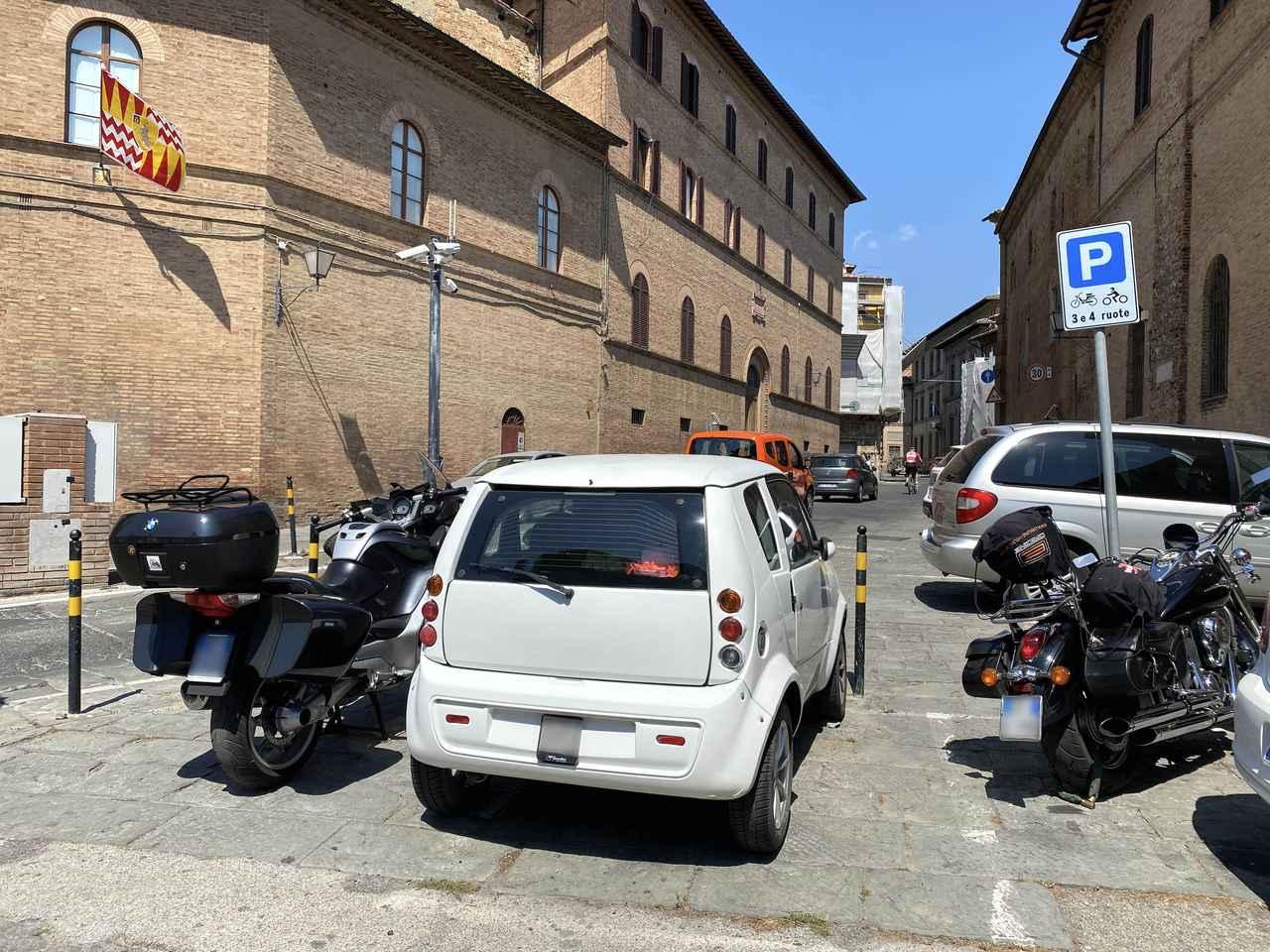 画像: マイクロカーは2輪用駐車場を使用してもOK。