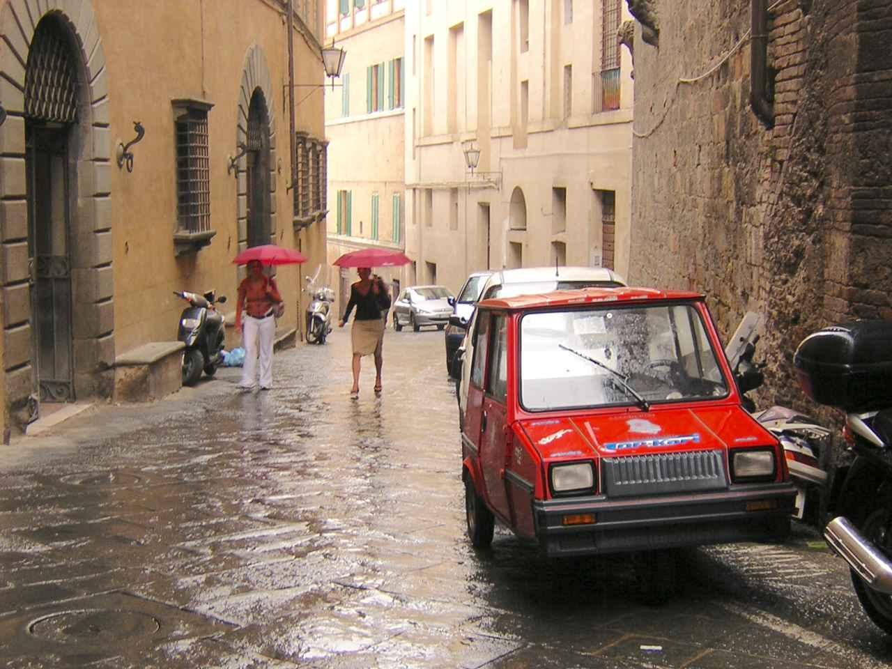 画像: 2005年5月、シエナにて撮影。まだこの頃は、3輪のマイクロカーも見かけた。これはカザリーニ(イタリア)の「サルキー」というモデル。