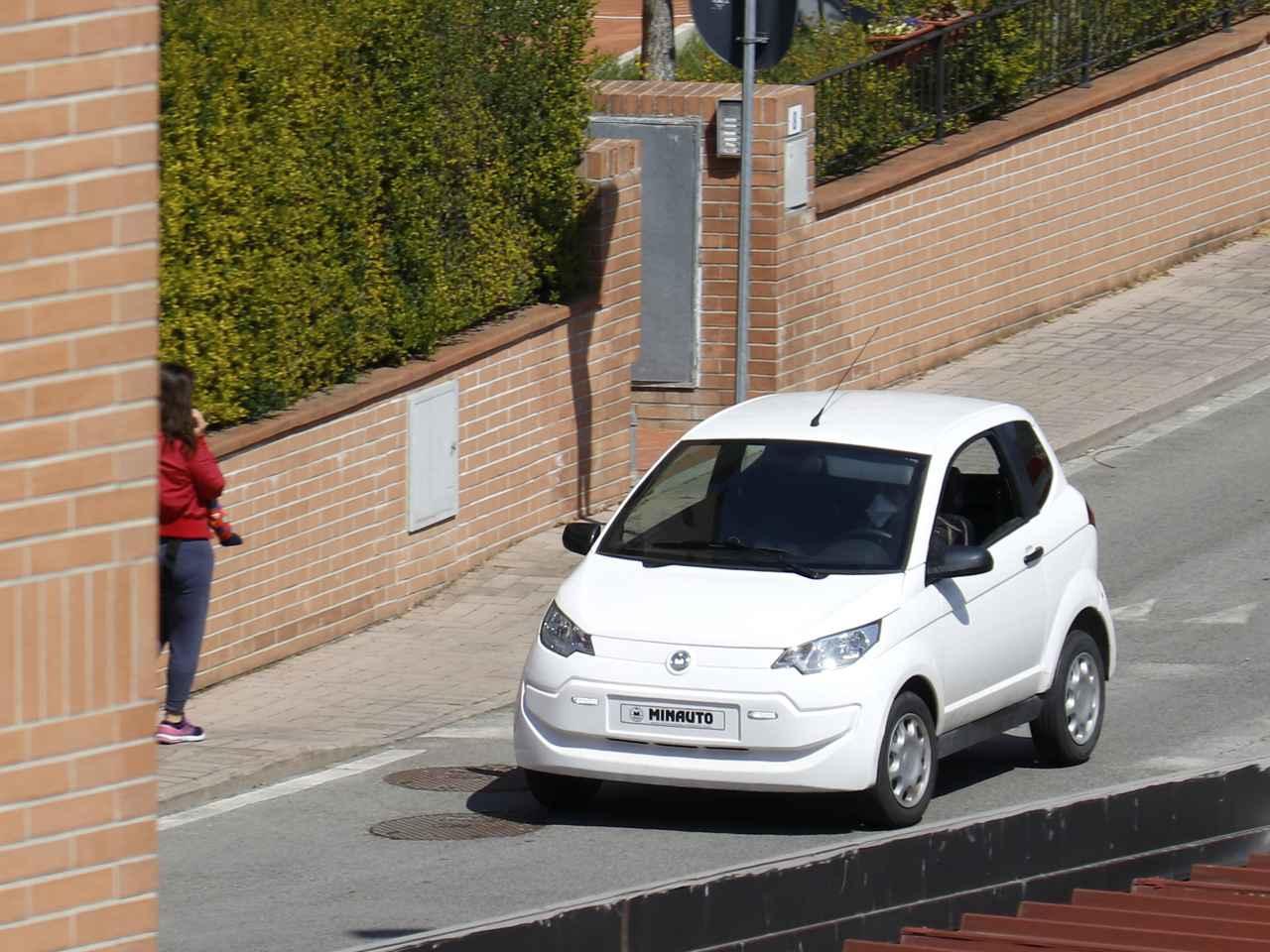 画像: エクサム(フランス)の「ミニオト」。道路運送車両法上は原付き2輪に準ずる扱いなので、前部にナンバーは不要である。