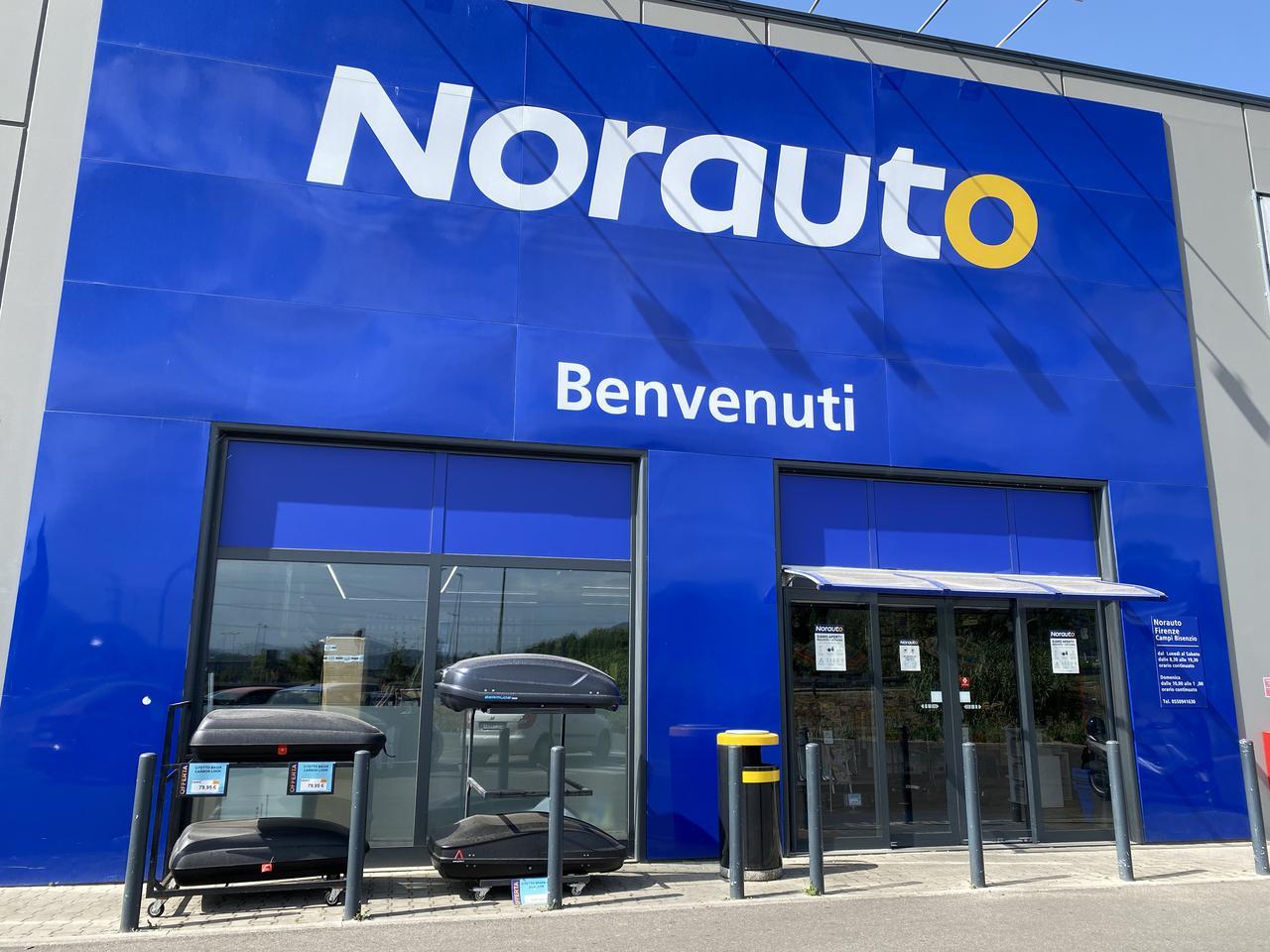 画像: 来客用エントランス。イタリアの自動車整備業界で平日昼休みがないのは、実は画期的なことである。