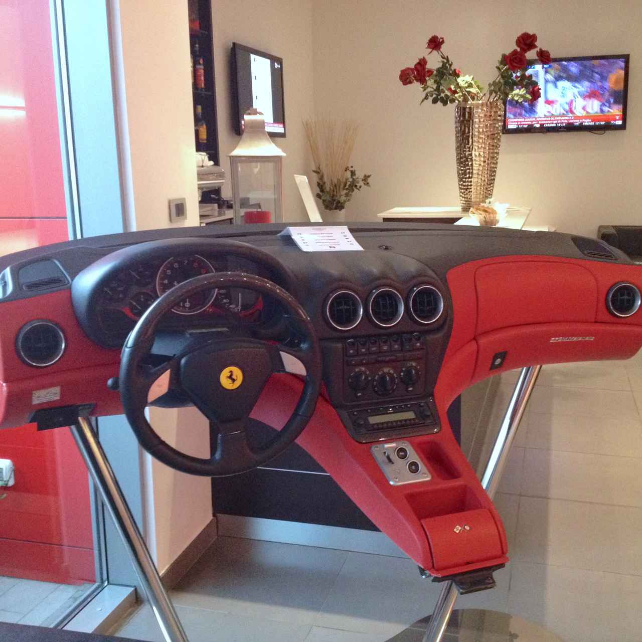 画像: いきなり「フェラーリ575M マラネッロ」のダッシュボードが。