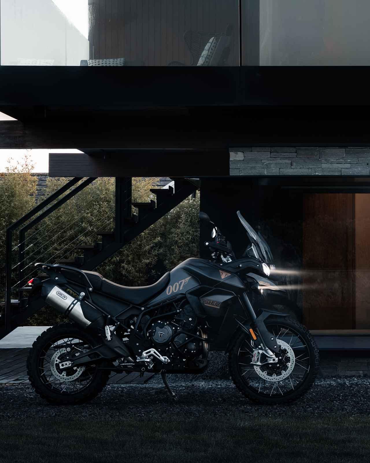 画像1: トライアンフから限定モデル「TIGER 900 BOND EDITION」登場
