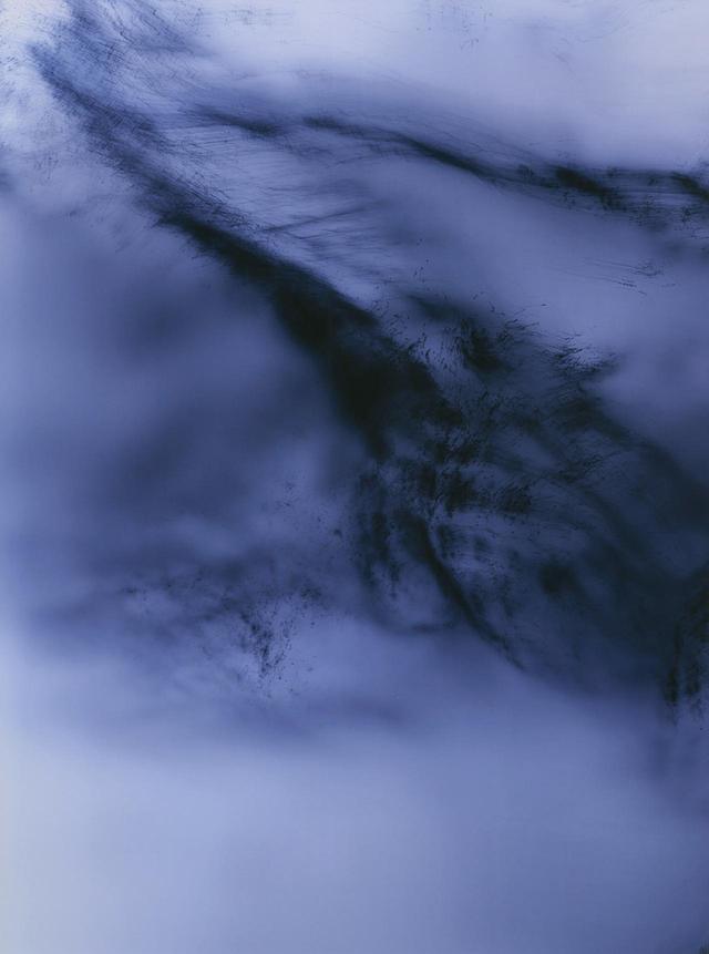 画像: WOLFGANG TILLMANS 《Greifbar 27》2014年 signed and numbered 'Wolfgang Tillmans 1/1 +1' on a label affixed to the reverse chromogenic print mounted on aluminium, in artist's frame 240 x 181 cm Estimate: £200,000 - 300,000 PHOTOGRAPHS: COURTESY OF PHILLIPS