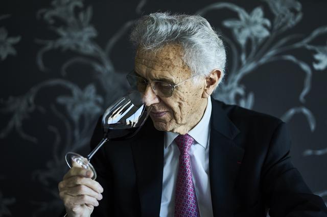 画像: ジョルジュ デュブッフ 5歳からブドウの収穫を手伝い、19歳から家業のブドウ農園の経営に専念。自分で瓶詰めしたワインの販売を手がけ、当時無名に近かったボジョレーのワインを世界レベルに押し上げた第一人者。日本料理と日本茶をこよなく愛する