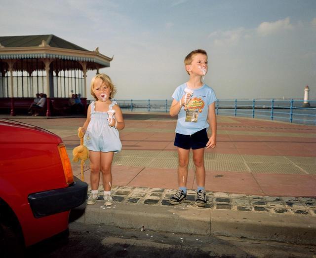 画像: マーティン・パーの作品集『The Last Resort(最後のリゾート)』から『ニュー・ブライトン』(1983-85年) © MARTIN PARR/MAGNUM PHOTOS