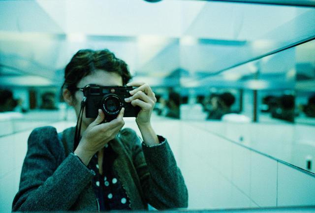 画像: 無題 AUDREY TAUTOU, COURTESY OF THE ARTIST トトゥは写真集を集めている。マーティン・パー、ブラッサイ、ナン・ゴールディン、アンドレ・ケルテス、フランチェスカ・ウッドマンらから影響を受けたという。「ある写真がなぜ私を感動させるのかわからない。でも、それこそが私が探し求めていることよ」と彼女は言う。「完璧な美しさより、そこからちょっとした物語が生まれたり、想像させてくれるような作品が好き」