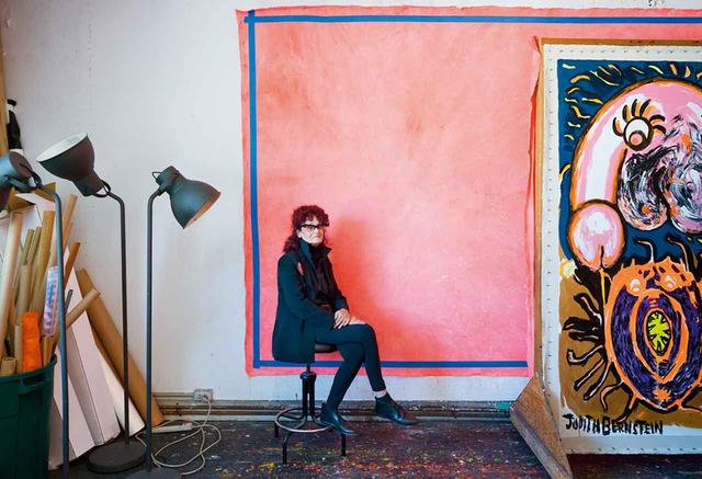 画像: ジュディス・バーンスタイン。ニューヨークにある自身のスタジオにて