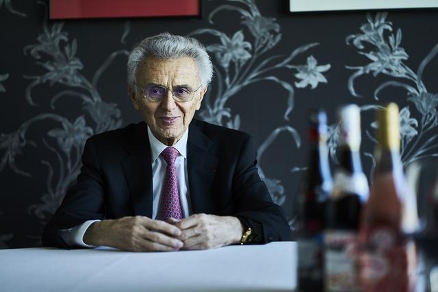 画像: 穏やかな語り口と、紳士らしく謙虚な立ち居振る舞いが人を魅了するデュブッフ氏