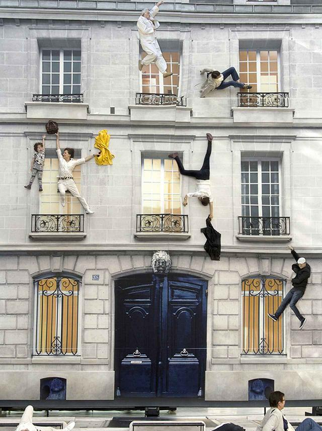 画像: 《建物》 2004年 展示風景:ニュイ・ブランシュ、パリ、2004年 COURTESY OF ARTIST