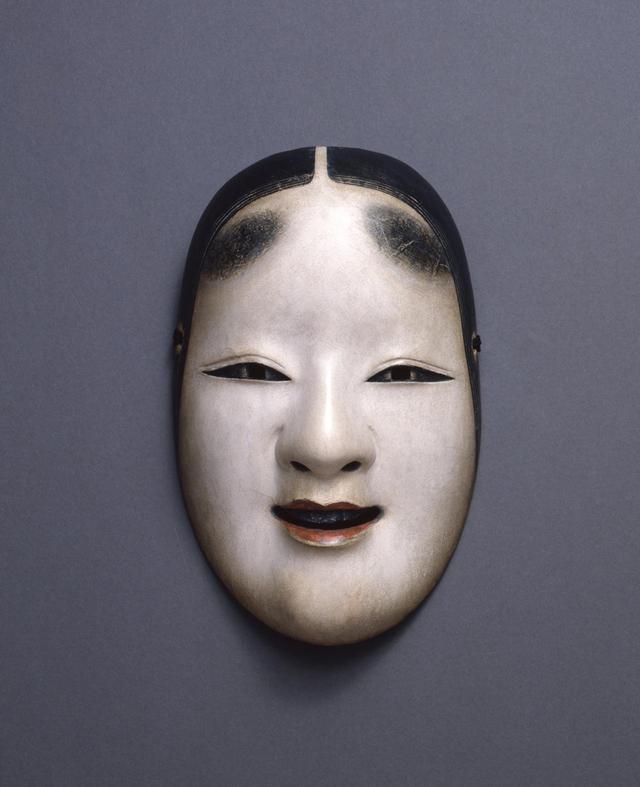 画像: 重要文化財《小面(花の小面)》 伝龍右衛門作 室町時代 20.8×13.2cm 三井記念美術館蔵