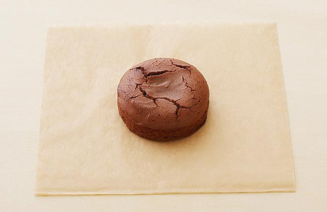 画像: 「あんペーストフォンダン(An Paste Fondant)」¥443(税込) PHOTOGRAPHS; COURTESY OF TORAYA CAFÉ