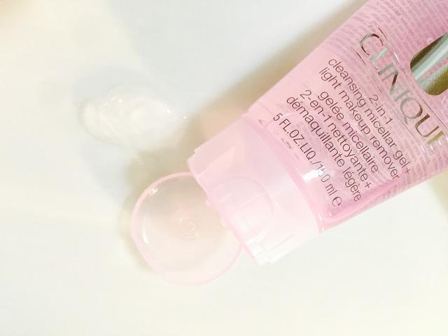 画像: ほんのりピンク色のテクスチャーは、ボリューム感がありながらするりと溶けてやみつきの肌触り