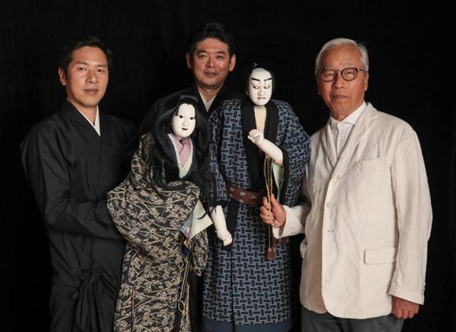 画像: (左から)人形遣いの吉田一輔、吉田幸助、杉本博司。人形はお吉と与兵衛 COURTESY OF ODAWARA ART FOUNDATION