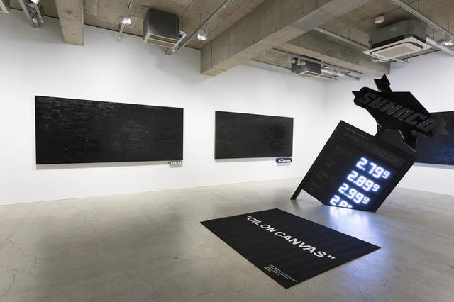 画像: 黒いキャンバスは、ロシアの巨匠カジミール・マレーヴィッチの視覚性を徹底的に排除した抽象画《黒い正方形》にインスパイアされたもの PHOTOGRAPH BY KOICHIRO MATSUI