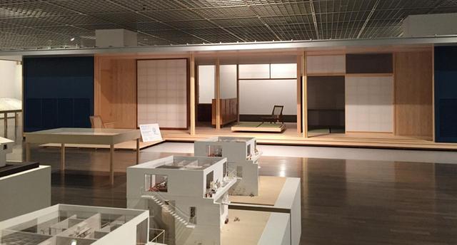 画像: 今回の展覧会のために一部再現された、清家清の『斎藤助教授の家』 COURTESY OF THE NATIONAL MUSEUM OF MODERN ART, TOKYO