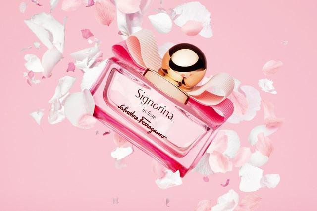 画像: いきいきとした喜びとロマンティシズムを感じさせる「シニョリーナ イン フィオーレ」 COURTESY OF FERRAGAMO PARFUMS