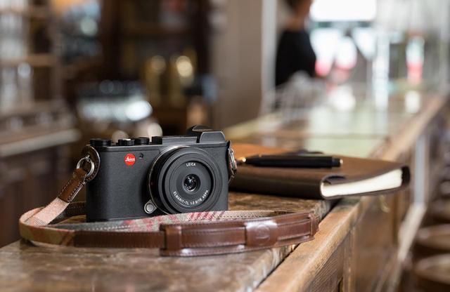 """画像1: """"美しい写真を撮る""""ことに 徹したデジタルカメラ 「ライカCL」"""