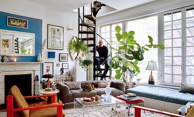 画像: アパートメント7 舞台デザイナーのジェリー・シュワルツ。ニューヨーク東9丁目17番地の自宅である二世帯用アパートの1階で
