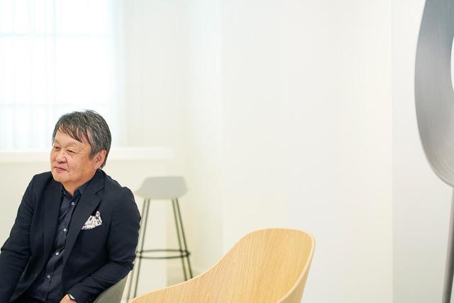 画像: マルニ木工の90周年記念イベントに登場した深澤直人。2010年にアートディレクターに就任した