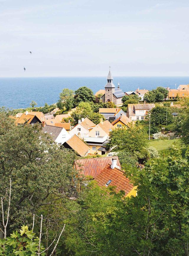 画像: ボーンホルム島の数多い海辺の村のひとつ、グルイェム