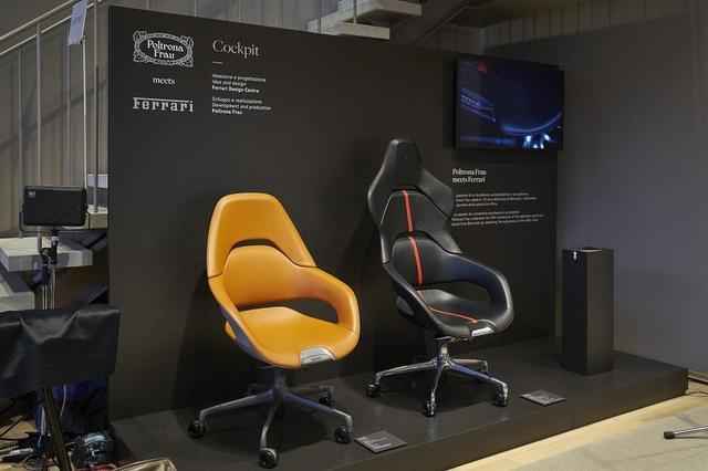 画像: フェラーリ・デザインセンターと共同開発したオフィスチェア「コックピット」。(写真右から)「プレジデント」¥2,490,000(税込)はヘッドレストにフェラーリのエンブレムが配され、背はカーボン仕様。「エグゼグティブ」¥1,860,000(税込)はローバック仕様であらゆる作業に対応する