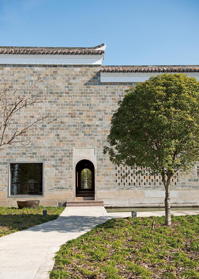 画像: 「楠書房」外観。外壁から内部に至るまで、建材のすべては明代に造られたオリジナルを使用して復元されている