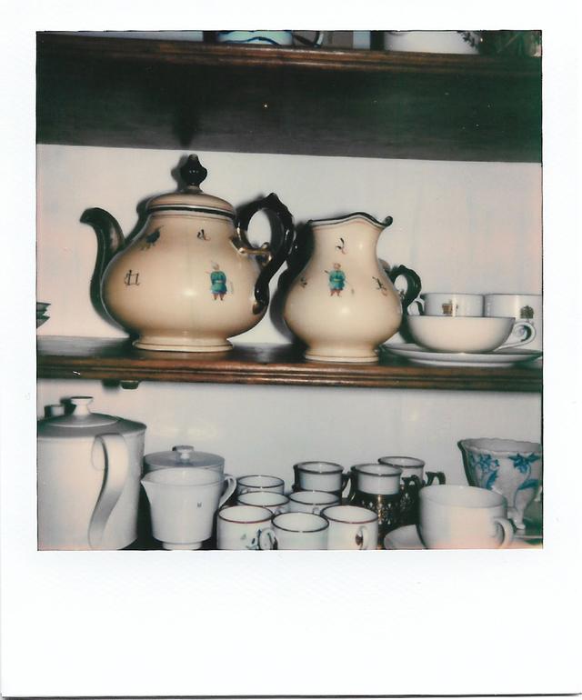 画像: 「毎朝、僕が最初に開ける食器棚に入っている、ビクトリア朝時代のティーポット」