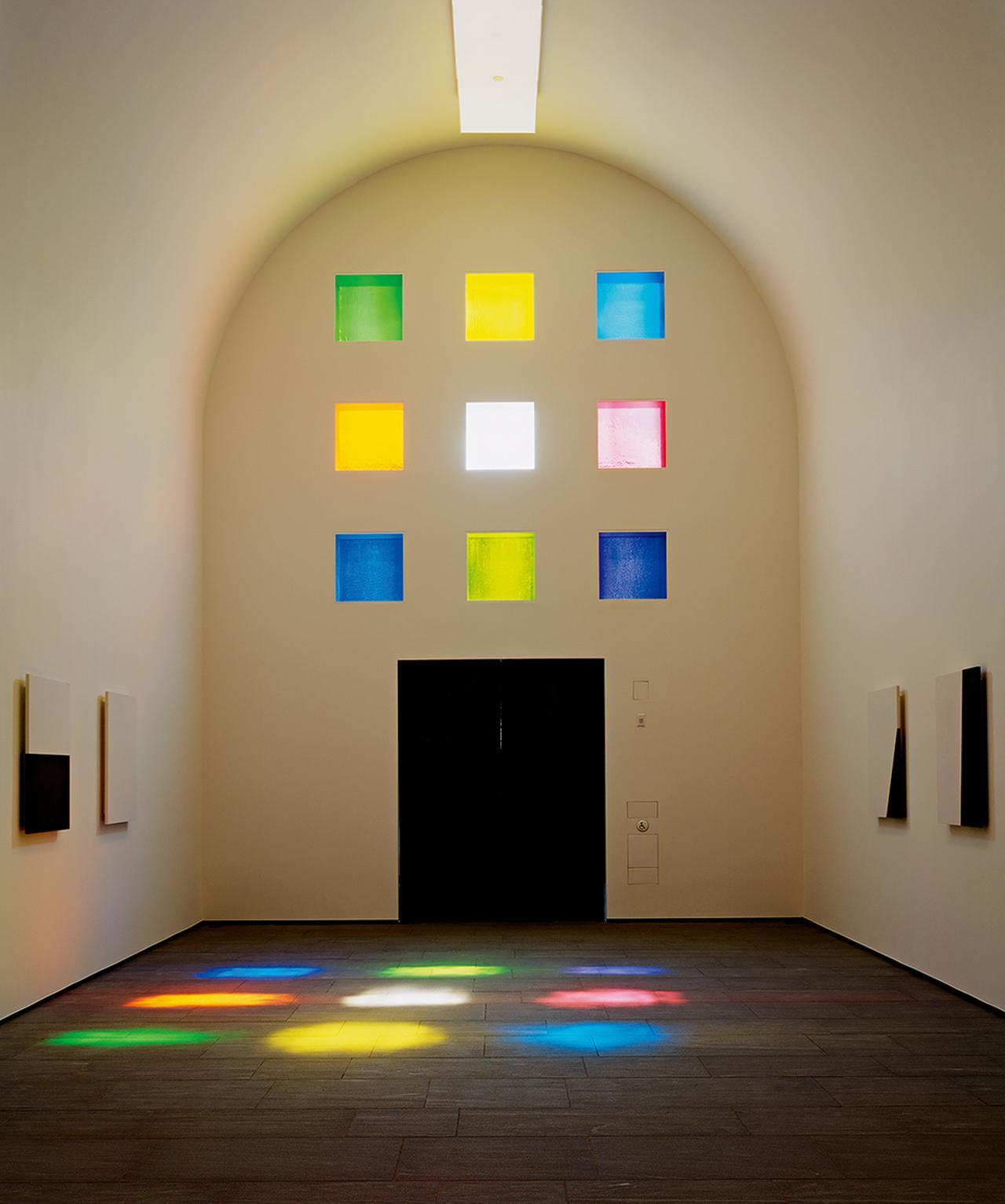 Images : 1番目の画像 - 「形と色を追求したアーティスト エルズワース・ケリーが遺した 「光の寺院」」のアルバム - T JAPAN:The New York Times Style Magazine 公式サイト