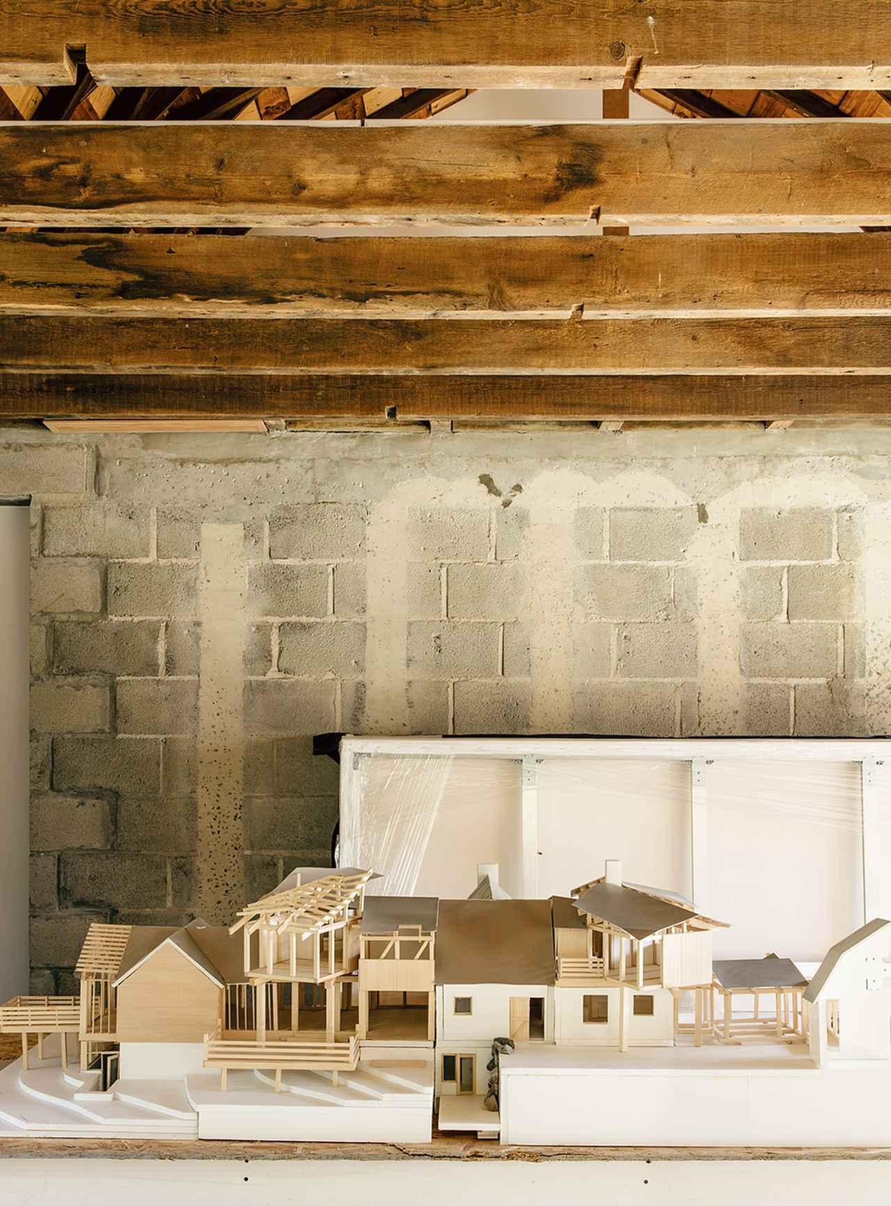 Images : 3番目の画像 - 「フランク・ゲーリーが 馬牧場に作り上げた蔡國強の家 <前編>」のアルバム - T JAPAN:The New York Times Style Magazine 公式サイト