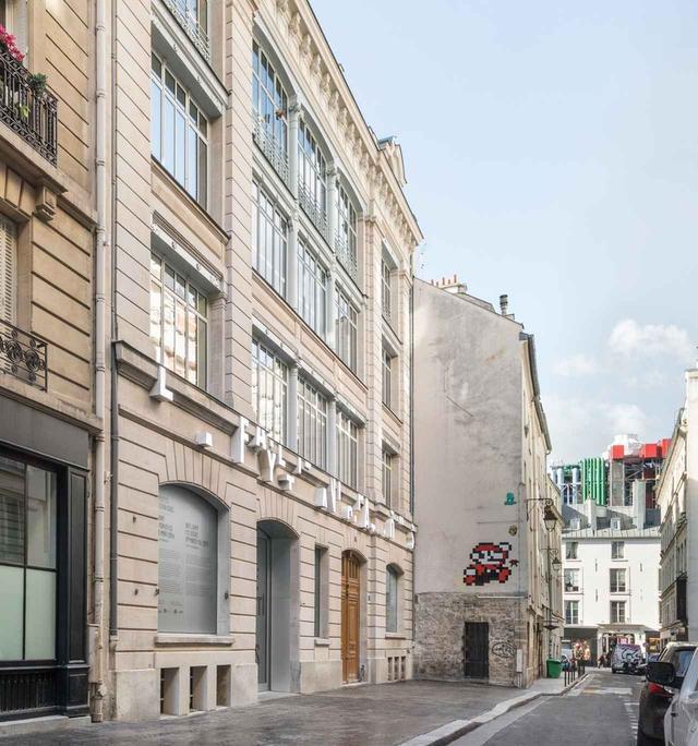 画像: 9,rue du Plâtreに面した外観は、教育施設であった時代の面影を残す